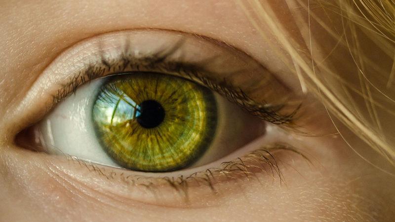 La couleur des yeux: indicatrice de la dépendance à l'alcool